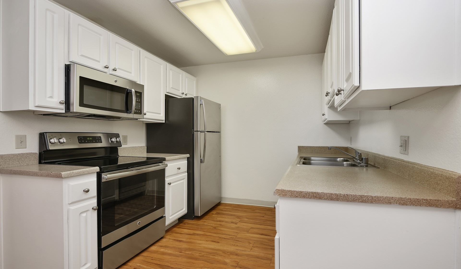 Mariners Cove Apartments - Modern Kitchen - San Diego, CA